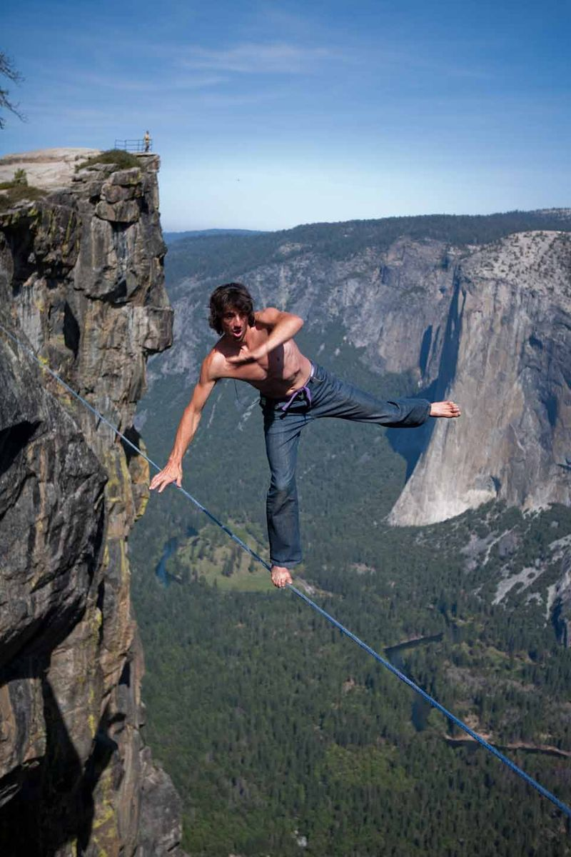 Dean-potter-solo-taft-point-yosemite-slacklining